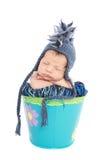 Bebé recién nacido en sombrero Fotos de archivo