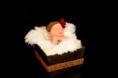 Bebé recién nacido en un abrigo blanco Foto de archivo