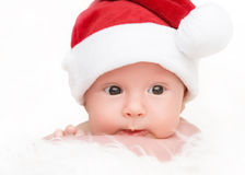 Bebé recién nacido lindo en sombrero de la Navidad Fotografía de archivo libre de regalías