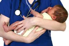 Bebé recién nacido y enfermera Imágenes de archivo libres de regalías