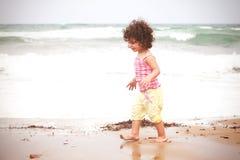 Bebé rizado hermoso Imagen de archivo libre de regalías