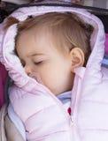 Bebé sleeping outdoor pram fotos de archivo