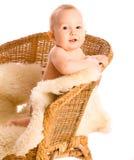 Bebé sonriente en butaca Fotos de archivo