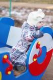Bebé triste que se sienta en patio Imagen de archivo