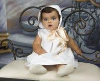 Bebé vestido en la ropa de la vendimia Imagen de archivo