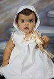 Bebé vestido en la ropa de la vendimia Fotos de archivo