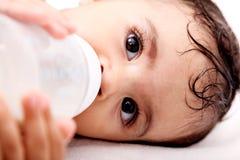 Bebé y botella Foto de archivo libre de regalías