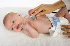 Bebé y doctor Foto de archivo
