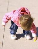 Bebé y flor. Imagenes de archivo