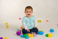 Bebé y huevos de Pascua Fotografía de archivo