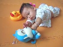 Bebé y juguetes encantadores Imágenes de archivo libres de regalías