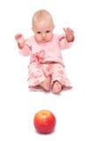 Bebé y la manzana Fotos de archivo libres de regalías
