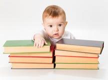 Bebé y libros imagen de archivo