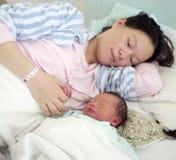 Bebé y madre Imagenes de archivo