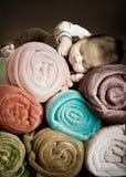 Bebé y mantas Imagen de archivo