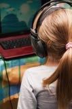 Bebé y ordenador portátil Fotografía de archivo