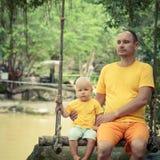 Bebé y padre Imagen de archivo