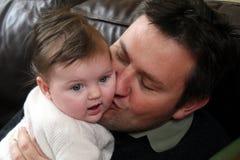 Bebé y padre fotografía de archivo libre de regalías