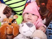 Bebé y peluches Imagen de archivo