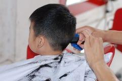 Bebé y peluquero Foto de archivo libre de regalías