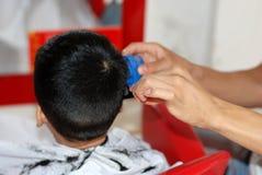 Bebé y peluquero Imagen de archivo libre de regalías
