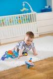 Bebé y perinola Fotos de archivo libres de regalías
