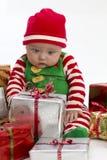 Bebé y regalos de Navidad imágenes de archivo libres de regalías