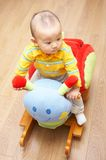 Bebé y silla de oscilación Foto de archivo