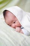 Bebé y toalla Fotos de archivo libres de regalías