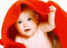 Bebé y toalla lindos Fotografía de archivo