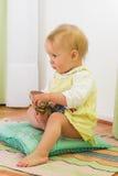 Bebé y zapato fotografía de archivo libre de regalías