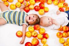 Bebés de risa y gritadores Fotografía de archivo
