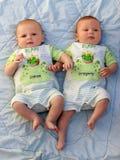 Bebés gemelos Imágenes de archivo libres de regalías