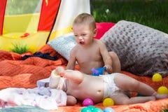 Bebés lindos fotos de archivo