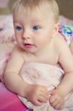 Bebê adorável que encontra-se na cama Fotografia de Stock Royalty Free