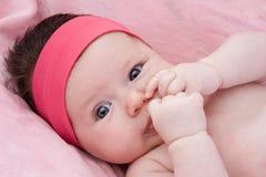 Bebê adorável recém-nascido com olhos azuis Foto de Stock Royalty Free
