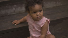 Bebê afro-americano feliz vídeos de arquivo