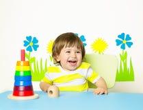 Bebê alegre que joga com brinquedo Imagem de Stock