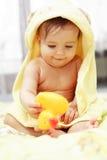 Bebê bonito após o banho
