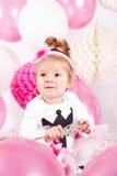 Bebê bonito com balões imagem de stock