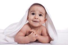 Bebê bonito com os olhos bonitos grandes após o chuveiro Imagens de Stock Royalty Free