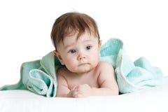 Bebê bonito com toalha foto de stock