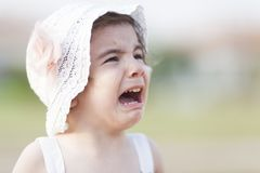 Bebê bonito de grito Fotos de Stock Royalty Free