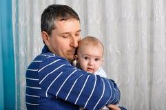 Bebê bonito e pai imagens de stock