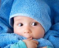 Bebê bonito em uma toalha Fotografia de Stock Royalty Free