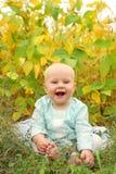 Bebê bonito fora na natureza no outono Fotos de Stock Royalty Free