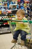 Bebê bonito no carrinho de compras - trole Imagem de Stock Royalty Free