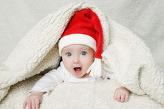 Bebê bonito no chapéu de Santa Fotografia de Stock Royalty Free