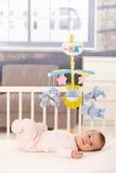 Bebê bonito pequeno na cama Imagens de Stock Royalty Free