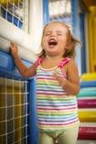 Bebê caucasiano pequeno no campo de jogos Imagem de Stock